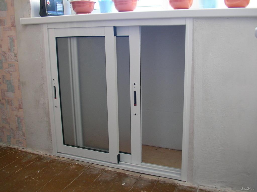 Как сделать двери под окном.
